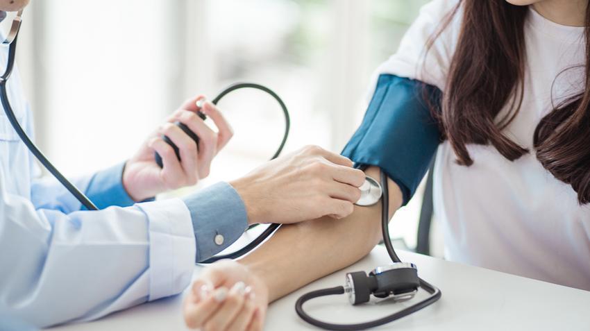 ha a magas vérnyomás alatt csökken a vérnyomás