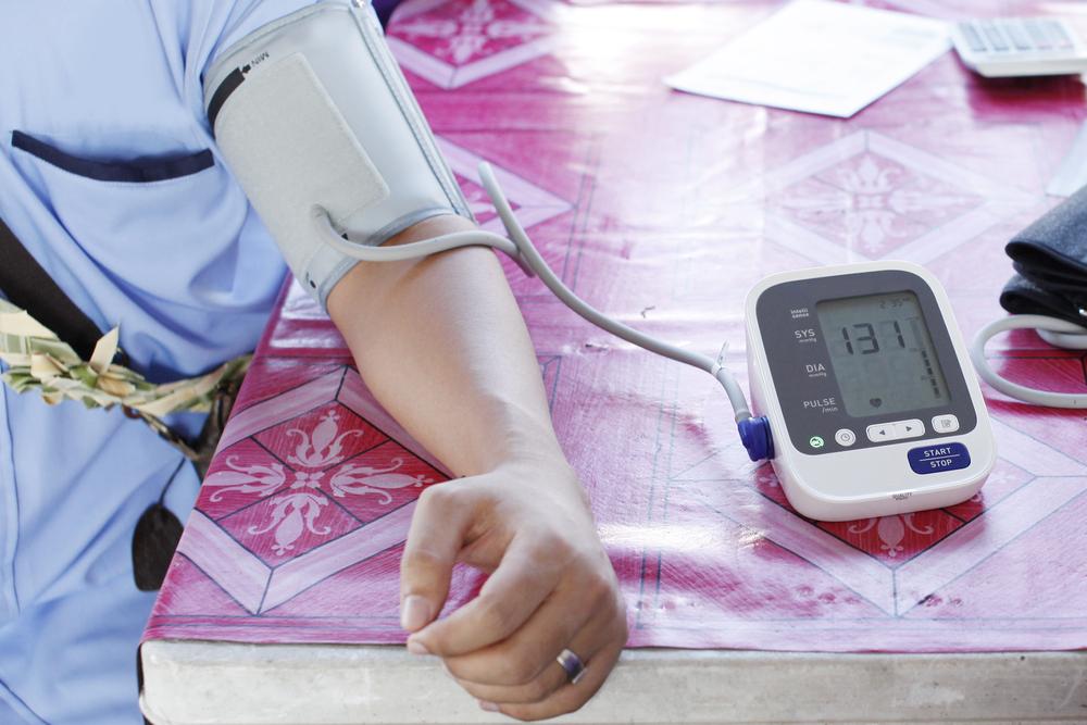 a magas vérnyomást egész életen át kezelik)
