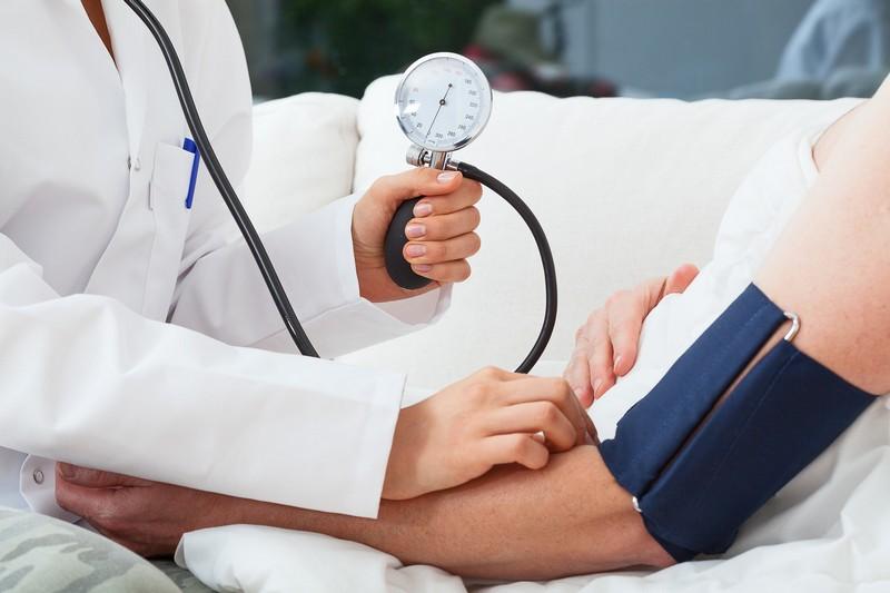 magas vérnyomás kezelése etetés közben