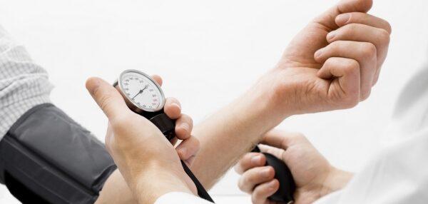 gyakorolja a magas vérnyomást az edzőteremben)