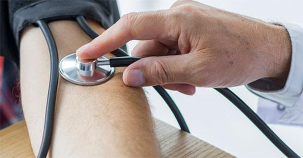magas vérnyomás 2 fok késéssel