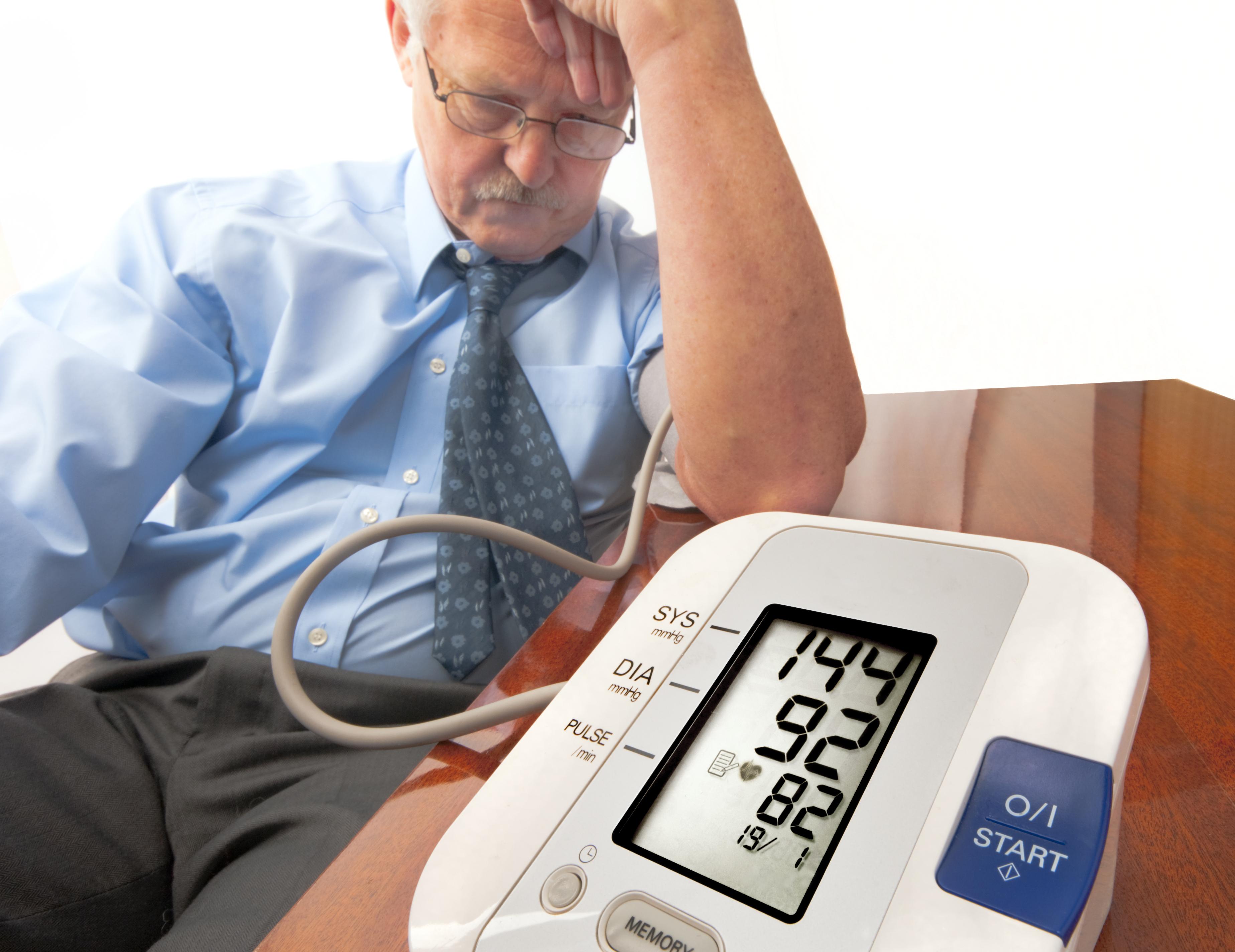 szemfény és magas vérnyomás)