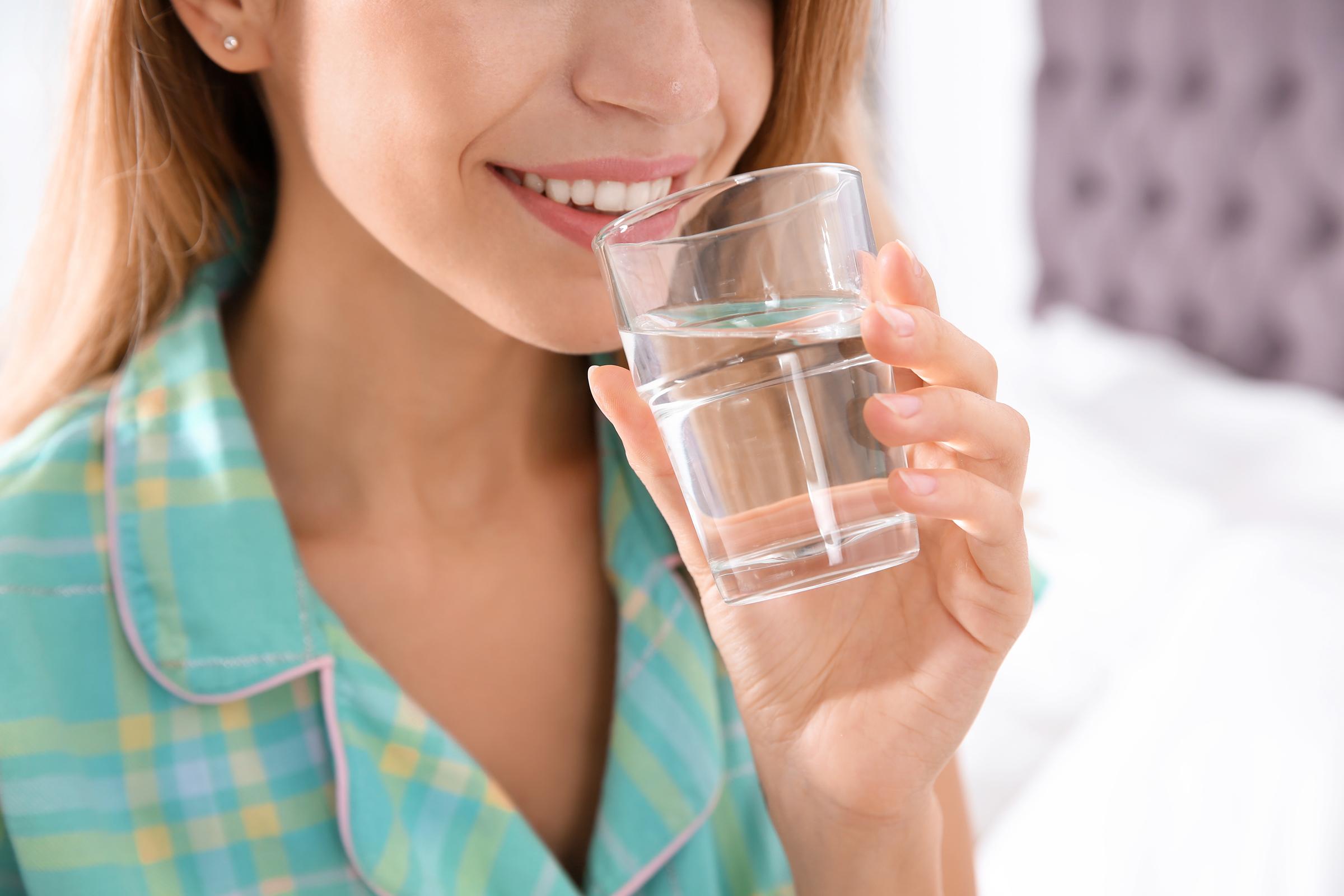 Miért fontos elegendő vizet inni