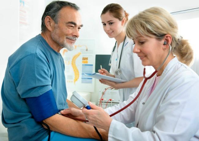 hogyan kezelik a magas vérnyomást egy kórházban)