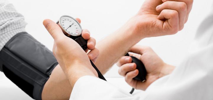 magas vérnyomás esetén fogyatékosságot állítanak ki)