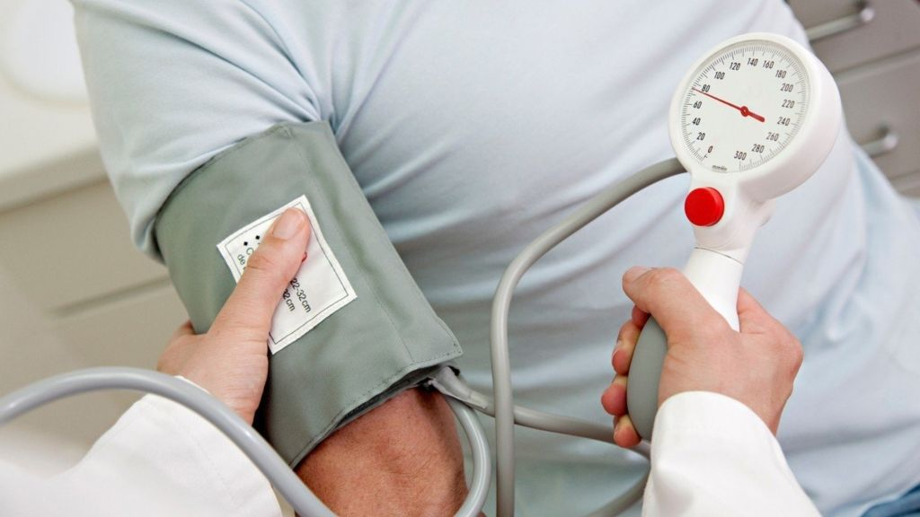 mennyi folyadékot kell inni magas vérnyomás esetén