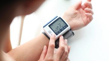 magas vérnyomás nyomja a mellkasban