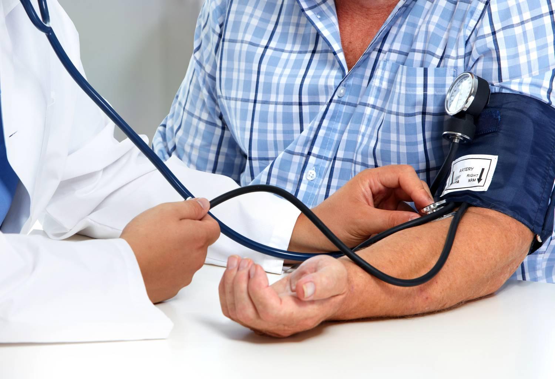 mi okozza a magas vérnyomásban a nyomásemelkedéseket)
