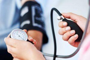 hipotenzió és magas vérnyomás jelei)